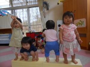 ☆ウレタンマットの上に立てる子どもたち☆